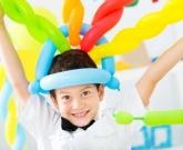 balloon-twisting-boy